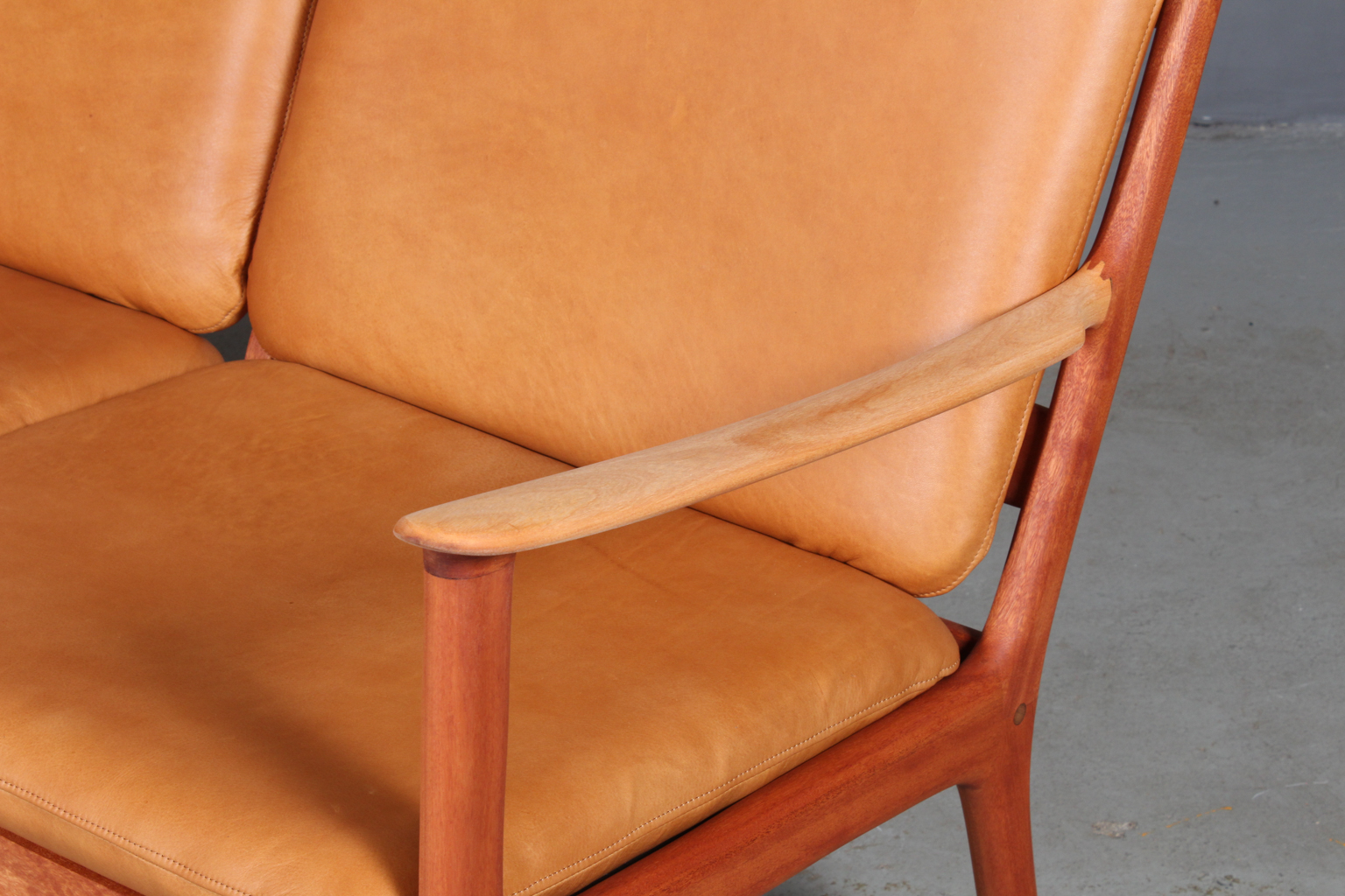 Ole Wanscher. sofa model PJ1123. Anilin læder. Another